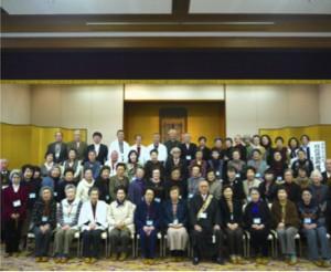 参加者一同で記念写真。 約70名の檀信徒の皆さまが参加してくださいました。